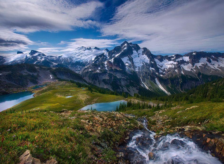 Glaciated high peaks of Washington's North Cascades, USA