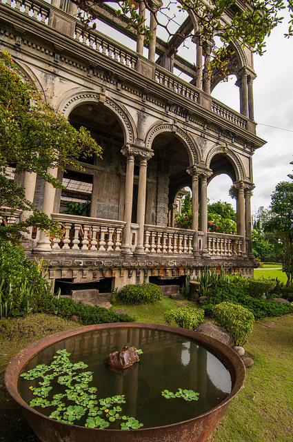 Mansion ruins in Talisay / Philippines