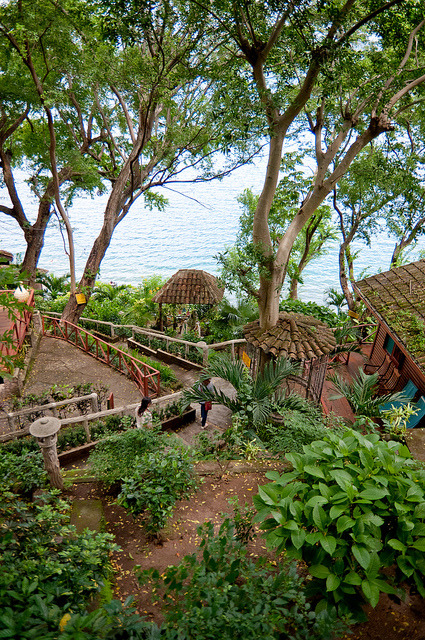 by arnoldocastillo2003 on Flickr.The path leading to Laguna de Apoyo, Nicaragua.