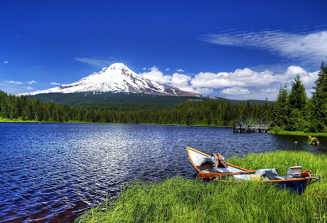 by Darrell Wyatt on Flickr.Trillium Lake and Mount Hood in Oregon, USA.